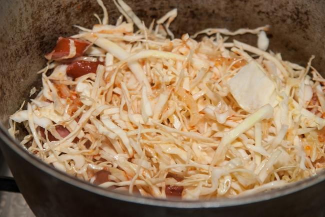 Тушёная капуста с мясом в казане пошаговый рецепт с