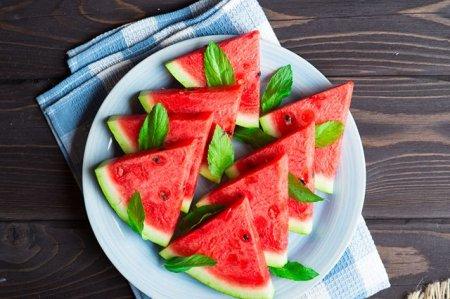 Есть ли витамины в полосатых ягодах. 2 вкусных рецепта из арбуза