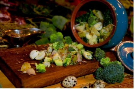 Фермерский салат из маринованных и паровых овощей