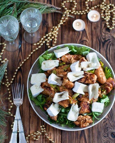 К новогоднему столу: изысканный теплый салат с семгой