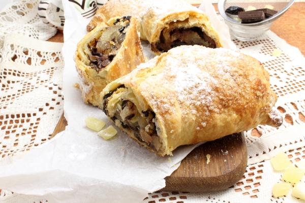 Слоёный пирог с черносливом и шоколадом.(Фоторецепт)