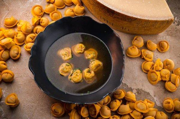 Мясной суп с тортеллини на обед.