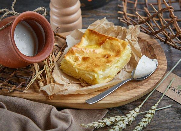 Традиционный  грузинский пирог: ачма с сыром сулугуни