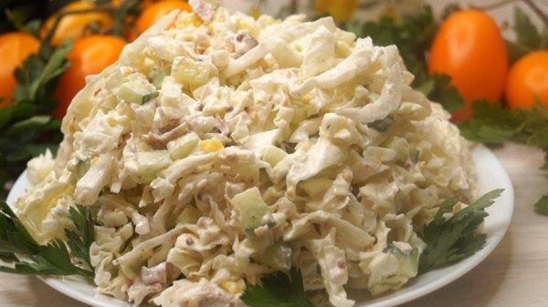 Как быстро и вкусно приготовить салат с пекинской капустой и мясом