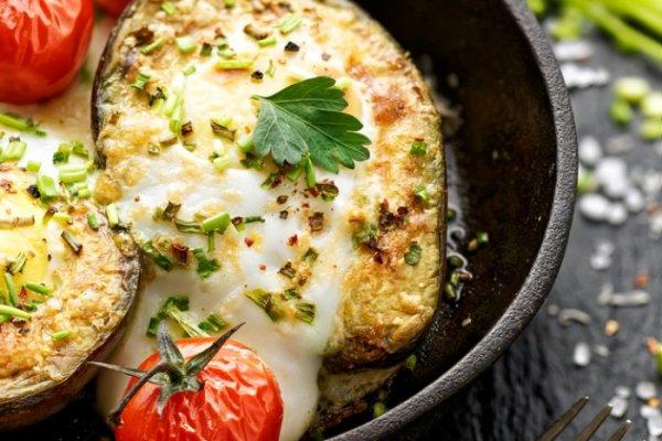 Оригинальный и диетический рецепт: Авокадо с сыроми творогом  в духовке.