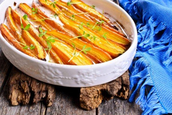 Ароматная запеченная морковь в соевом соусе