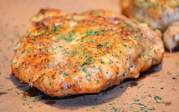 Как приготовить курицу для салата.4 рецепта лёгких салатов из птицы