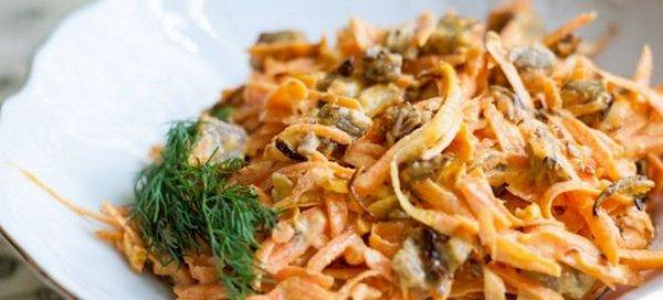 Пикантный салат с говяжьей печенью и морковью