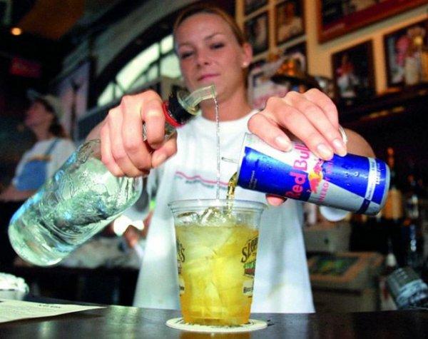 Какие продукты несовместимы с алкоголем и чем закусывать.