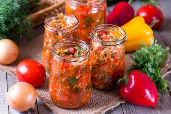 Какие вкусные и полезные салаты заготовить на зиму из сезонных овощей.(5 рецептов к зимнему столу)