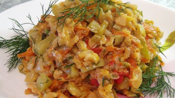 Тушеные кабачки, вкусные и низкокалорийные три рецепта приготовления.