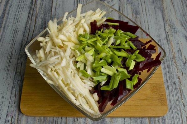 4 рецепта вкусных и полезных салатов из черной редьки.