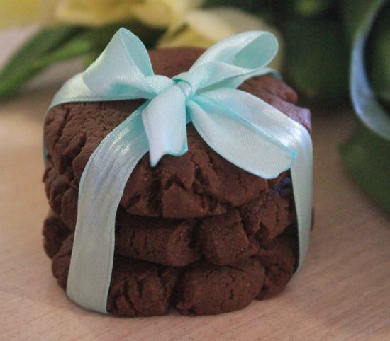 Необыкновенно вкусное, очень шоколадное и быстрое печенье. Два простейших рецепта.