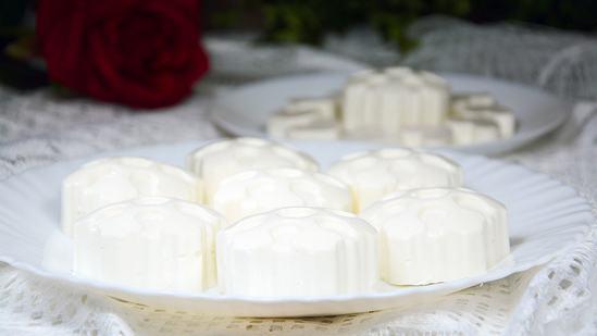 Очень простой, но вкусный десерт из творога без выпечки.