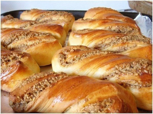Как приготовить быстро вкусные булочки с ореховой начинкой.