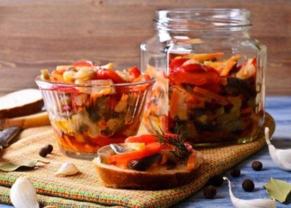 Баклажаны с овощами, зеленью и орехами нва зиму.