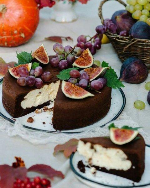 Как очень просто приготовить шоколадный пирог с творожной начинкой в мультиварке.