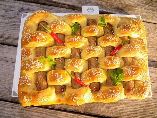 Как приготовить вкусный чудо-пирог из любимых сосисок