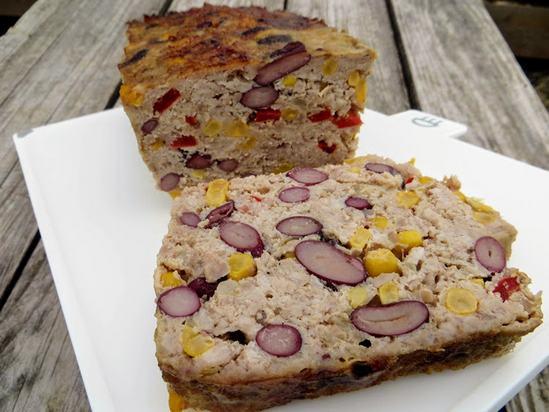 Отличный рецепт для завтраков и перекусов. Мясной хлеб с фасолью и кукурузой.