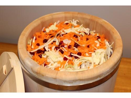 Классный рецепт, как приготовить квашенную капусту в бочке.