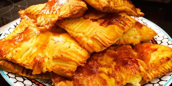 Как приготовить невероятно ароматные, аппетитные слойки с курицей и сыром