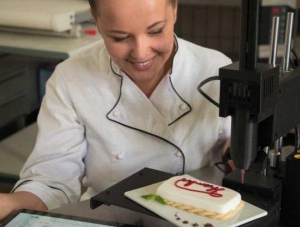 В России создан 3D-принтер для изготовления пирожных и тортов. Отличный помощник для  ресторанов и кондитерских