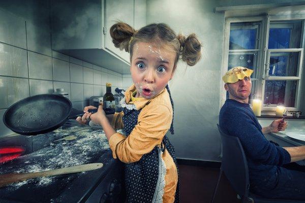 Забавные детки на кухне.(16 фото)