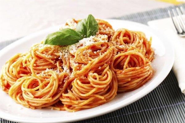 """Паста и соус – это неразлучная итальянская """"парочка""""Идеальное сочетание соуса и пасты."""