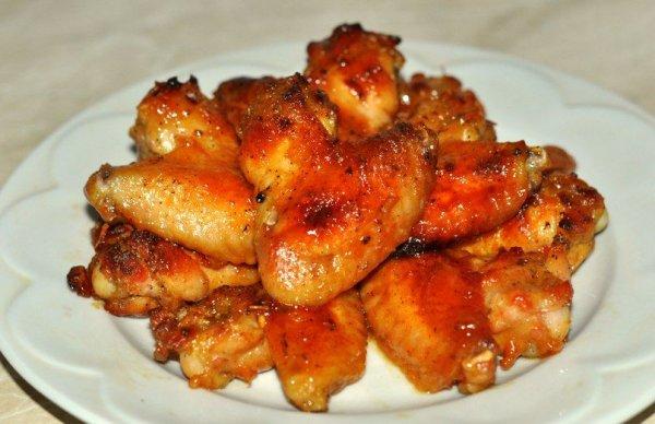 Вкусные куриные крылышки в медовом маринаде.