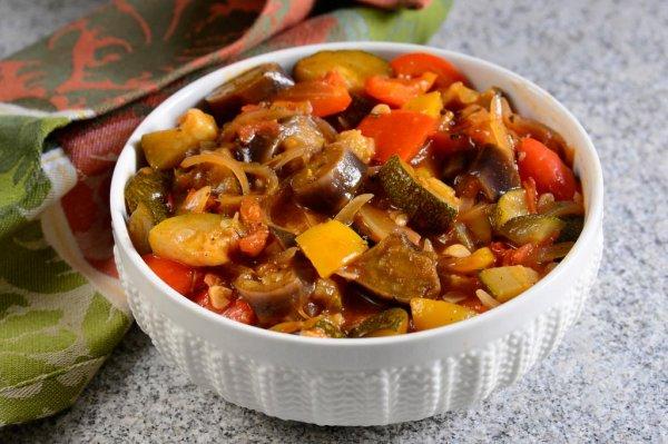 Овощное рагу или рататуй по-французски.