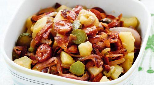 Сытный, вкусный и питательный картофельный салат с копченостями