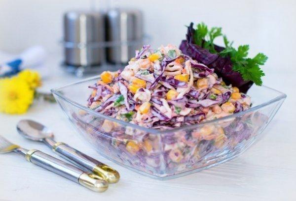 """Простой салат с капустой и кукурузой: """"Коулсло"""""""