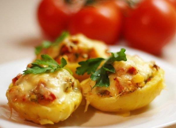 Фаршированный картофель с копчёной курицей в духовке.
