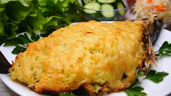 Нежная, сочная рыба в шубке, приготовленная в духовке