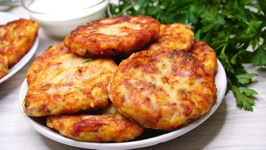Картофельные биточки: хрустящие с наружи и мягкие внутри.