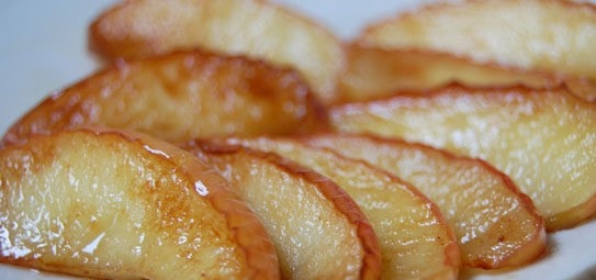 Печеные яблоки на сковороде, вкусный и полезный десерт на скорую руку.