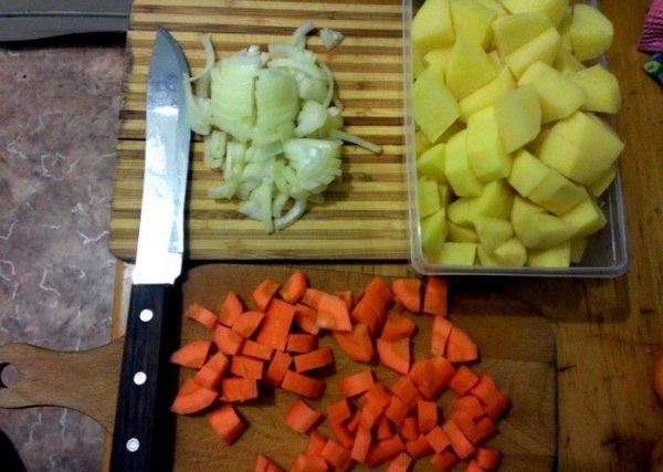 Приготовление нежнейшей курицы с овощами в стеклянной банке.
