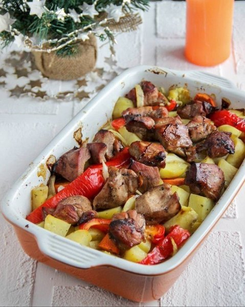 Сытное и несложное в приготовлении блюдо из  индейки и овощей на ужин для всей семьи