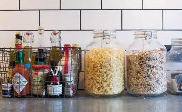 Несколько идей, как рационально использовать каждый квадратный сантиметр на кухне.
