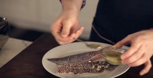 Вместо пароварки: как шарики из фольги помогут приготовить очень вкусный ужин