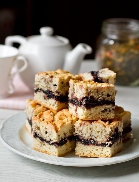 Вкусный тёртый пирог с черничным вареньем