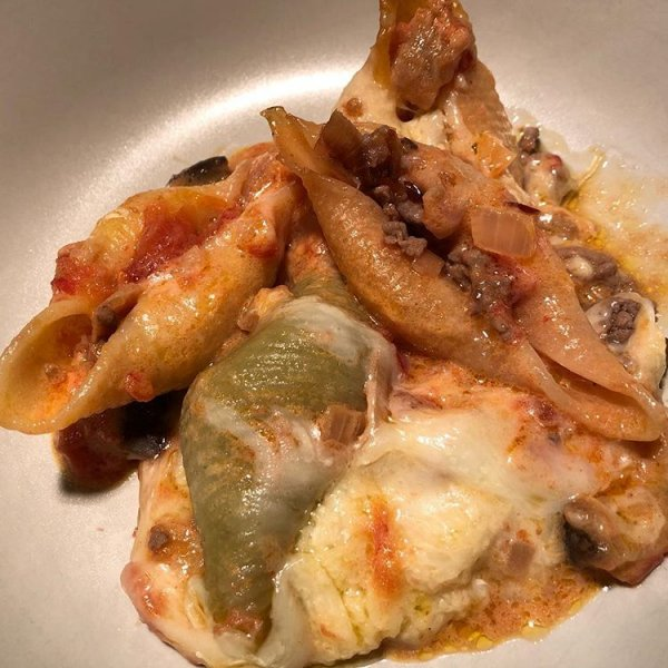 Приготовление ужина: паста конкильони с мясным фаршем и баклажанами