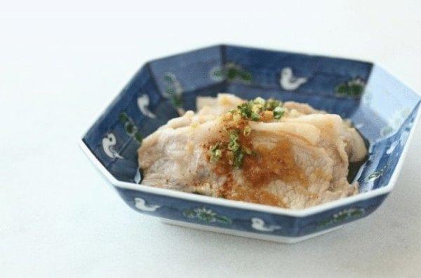 Зажаренная с имбирем свинина. Японское блюдо.