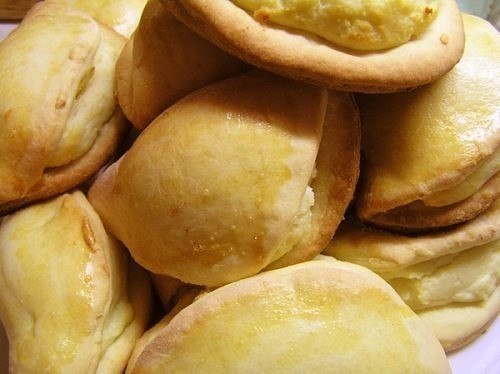 Домашние сочники с творогом – вкусное песочное печенье с нежной творожной начинкой из детства.