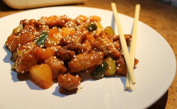 Как приготовить популярное китайское блюдо: Свинина с ананасами