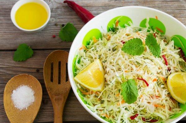 5 рецептов лёгких и полезных салатов с капустой