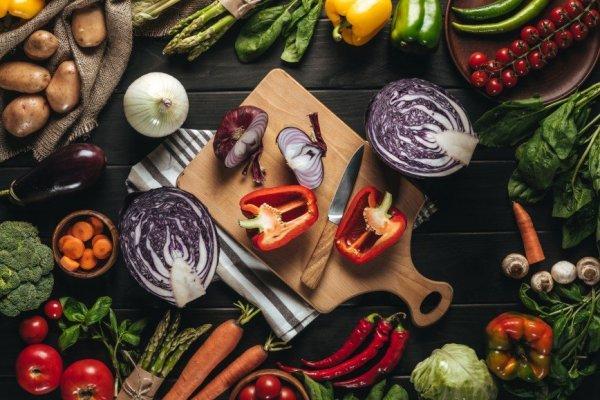 5 простых салатов из самых доступных овощей для здоровья и поста
