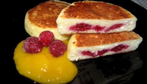 Сырники с малиновой начинкой для тех, кто считает калории