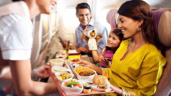 Какие продукты не стоит употреблять до и во время авиаперелета