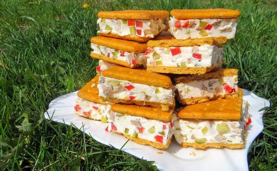Закусочные сэндвичи на основе соленых крекеров